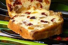 Veja como fazer um bolo inglês super delicioso. ideal para seu café da tarde ou café da manha! INGREDIENTES 250 gramas de farinha de trigo. 250 gramas de açúcar; 250 gramas de margarina; 6 ovos; 1 colher sopa de fermento em pó 1/2 taça de vinho ou Rum; Passas sem caroço; Pedaços de laranja e cidra …