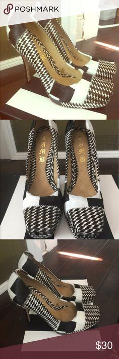 GWEN STEFANI LAMB COLLECTION HEELS Black and white Gwen Stefani LAMB collection heels 👠 LAMB Shoes Heels