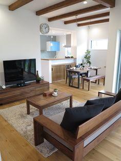 ウォールナット無垢材の家具とブラック色をテーマカラーとしたコーディネート事例をご紹介