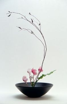 ikebana centerpiece. maybe 3 of these down the center of the table?