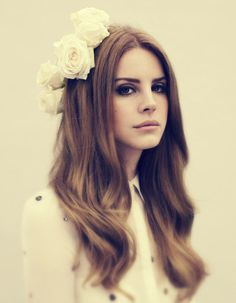 Lana del Rey. Hair flowers make up