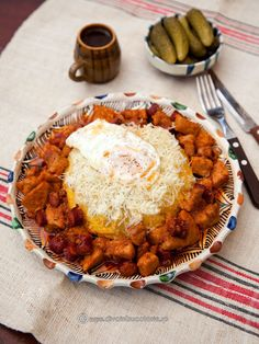 TOCHITURA MOLDOVENEASCA - is a traditional Romanian dish like a stew made from beef and pork in tomato sauce traditionally served with over-easy eggs and polenta. Cheddar, How To Cook Polenta, Over Easy Eggs, Fried Pork, Dessert Drinks, Pork Belly, Good Food, Food And Drink, Healthy Recipes