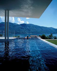 Pool mit Blick auf die Schweizer Alpen <3