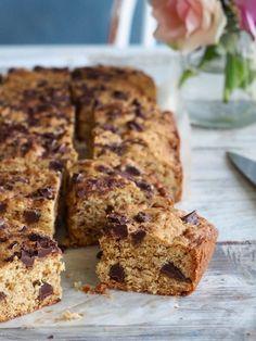 Toscakake i langpanne (med en vri) - Mat På Bordet Norwegian Cake Recipe, Fudgy Brownies, Blondies, Banana Bread, Cake Recipes, Chips, Food And Drink, Chocolate, Baking