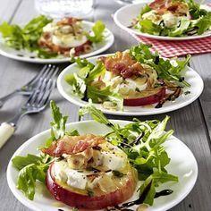 Mit Ziegenkäse gratinierter Apfel auf Salat - Sole Local My Site Appetizer Recipes, Salad Recipes, Snack Recipes, Healthy Snacks, Healthy Recipes, Free Recipes, Clean Dinners, Clean Eating Dinner, Apple Recipes