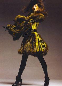 Alexander McQueen. The warmth of yellow & Scottish inspiration. #divineglamazon