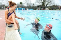 Iron Brew: Legend Chrissie gets Sun boys in the swim // Some great swimming tips from Chrissie Wellington.