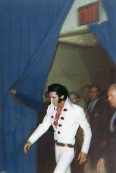 Elvis Ready to Go on Stage 1970