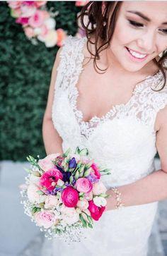 Een traditioneel bruidsboeket maar dan nét even anders! Wedding Colors, Wedding Inspiration, Wedding Dresses, Pastel, Fashion, Bride Dresses, Moda, Bridal Gowns, Cake