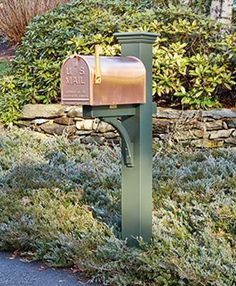 Verde Color Vinyl Liberty Mail Post - Our most popular post has letter-perfect style. Durable and substantial, the Liberty will stand proud with unassuming dignity through snow, rain, heat, and blustering wind. Mailbox Makeover, Diy Mailbox, Mailbox Post, Copper Mailbox, Mailbox Garden, Vinyl Pergola, Wood Pergola, Pergola Kits, Mailbox Landscaping