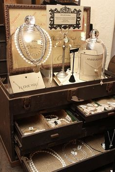 20 Ways to Present your Jewelry - Selling Jewelry at Markets and Fairs - Jewelry Displays