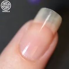 Beautiful and easy gradient design combined with diamonds By: Yagala Nail Art Hacks, Nail Art Diy, Easy Nail Art, Diy Nails, Cute Nails, Pretty Nails, Nail Art Designs Videos, Nail Art Videos, Simple Nail Art Designs