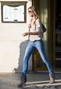 Boots and Jeans ... Love it !!! Gisele Bundchen