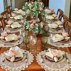 ❤Siga nosso perfil para receber dicas e fotos diariamente❤ . Elegant Table Settings, Beautiful Table Settings, Crochet Placemats, Dinning Table, Dining Room, Easter Table, Deco Table, Decoration Table, Table Runners
