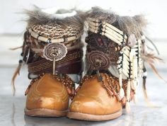 upcycled boho cowboy boots from TheLookFactory on Etsy - Boots Autumn Fashion Casual, Autumn Winter Fashion, Boho Fashion, Fashion Shoes, Vintage Boots, Vintage Outfits, Boot Jewelry, Boot Bling, Boho Boots
