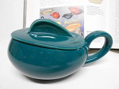 J & G Meakin Studio Ware Holiday Covered Sugar Bowl Made in England 1954 Russel Wright, Menlo Park, American Modern, This Is Us Quotes, Teal Colors, Sugar Bowl, Tea Pots, Conditioner, England