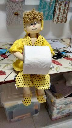 Boneca porta papel higiênico.atelie Cedro.