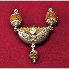 Ek mukhi rudraksha kavach is one of the very effective beads in order to overcome from the problems that related to career and jobs perspectives.