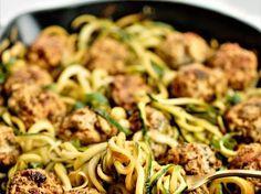 Thai csirkehúsgombócok, cukkini spagettivel