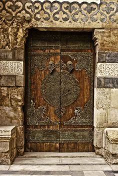 It amazes me the detail in door architecture I'm finding on Pinterest.  Very cool