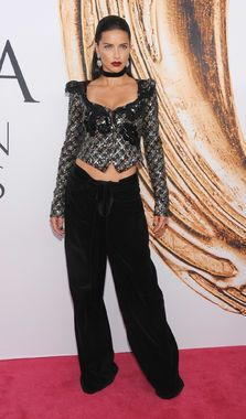 At the 2016 CFDA Awards, model Adriana Lima sports a Marc Jacobs outfit (baggy pants polished off by a retro top) -- a comfortable yet glam look some of us only dream of.