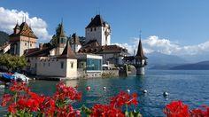 Oh Oberhofen, mein schönes Fleckchen Berner Oberland, du bist einfach schön, wunderschön! Landscapes, Mansions, House Styles, Home Decor, Bern, Castles, Vacation Travel, Environment, Simple