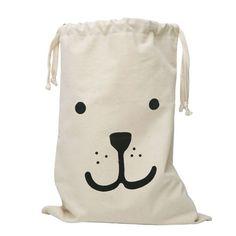 De fabric bag bear van Tellkiddo is een echte eyecatcher en ideale opruimer voor in huis.