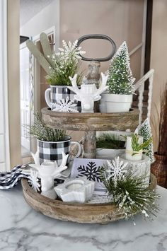 Dining Delight: Winter Tiered Tray Decor - Diy Wohnkultur Ideen - Home Decor Farmhouse Christmas Decor, Country Farmhouse Decor, Rustic Christmas, Christmas Home, Modern Farmhouse, Farmhouse Ideas, Decorate Fireplace For Christmas, Christmas Trees, Farmhouse Style