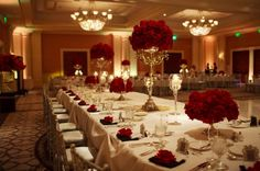 Find Here 40 Elegant Christmas Wedding Centerpieces Ideas Rose Wedding, Wedding Wishes, Dream Wedding, Wedding Black, Spring Wedding, Wedding Table Centerpieces, Wedding Decorations, Centerpiece Flowers, Table Decorations