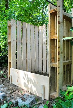 Compost bin made from Three shipping pallets   A few 2″ wood screws  Electric screwdriver  Work gloves  Shovel
