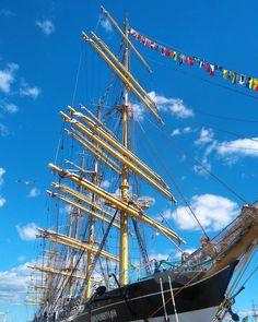 @hannakati Meripäivillä riitti aurinkoa, hienoja paatteja ja iloisia ihmisiä ⚓🌞 #tallshipskotka #tallshipsraces #meripäivät #ohoy . . . . . #visitkotka #visitfinland #kotkanmeripäivät #purjelaiva #satama #kesä2017 #suomenkesä #finnishsummer #sailship #bluesky #seaside #harbour #goodvibes #summervibes #roadtrip #onnellinen