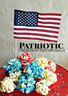 Patriotic 3 Ingredient Popcorn Balls- the easiest popcorn balls EVER and they taste great! Great treat for your fourth of July party! Fourth Of July Decor, 4th Of July Desserts, 4th Of July Celebration, 4th Of July Party, July 4th, Patriotic Party, Popcorn Balls, How Sweet Eats, Frozen Treats
