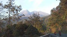 Gunung Lawu di perbatasan Jawa Tengah dan Jawa Timur, cantiiiikkk...