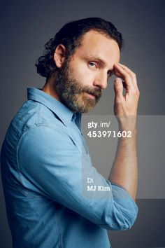 hands Andrew Lincoln