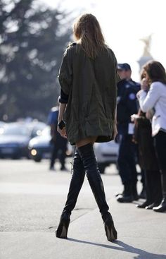 Over the knee boots / street style fashion / Fashion week week Looks Street Style, Looks Style, Style Me, Botas Sexy, Sexy Stiefel, Top Mode, Boutique Fashion, Sexy Boots, High Boots