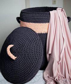 Lindo não é??. . . . By @nn_knit . . . .#inspiration #inspiração #cestatrapillo #cestotrapillo #cestofiodemalha #fiosdemalha #trapillo #yarn #crocheteiras #crochet #crocheting #crochetlove #crochetingaddict #croche #yarnlove #yarn #knitting #knit #penyeip #feitoamao #handmade #croche #croché #crochê #croshet #penyeip #вязаниекрючком #uncinetto #かぎ針編み #instagramcrochet #totora #decoration #homedecor