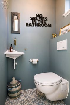 8 Inspiring Guest Toilet Design Ideas To maximize Small Space - About-Ruth Small Downstairs Toilet, Small Toilet Room, Guest Toilet, Downstairs Bathroom, Bathroom Wall, Bathroom Storage, Bathroom Organization, Office Bathroom, Boho Bathroom