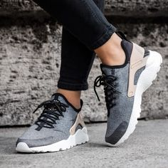 2016 New Men's Sneakers Sport shoes Breathable Running Shoes casual canvas shoes Huarache Run, Nike Air Huarache Ultra, Zapatillas Nike Air, Nike Wmns, Nike Air Max, Cute Sneakers, Air Max Sneakers, Nike Haurache, Beige