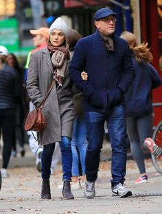 Daniel Craig and Rachel Weisz Romantic Stroll in NYCrd-1