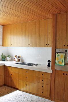 Mid-century Interior, Kitchen Interior, Interior Architecture, Kitchen Design, Reno, Mid Century House, Renting A House, Palm Springs, Victoria Australia