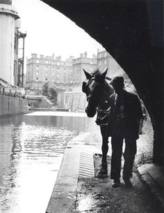R2437 London Pictures, Old Pictures, Old Photos, Canal Barge, Canal Boat, Boating Pictures, Venice Boat, Birmingham Canal, Horse Story
