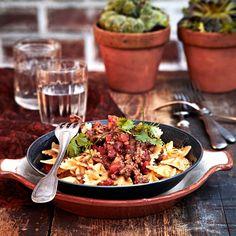 Chilpotlejauhelihapasta saa tulista makua salsa chilpotle -meksikolaiskastikkeesta.