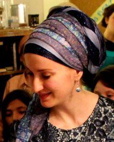 Sari scarf with a twist