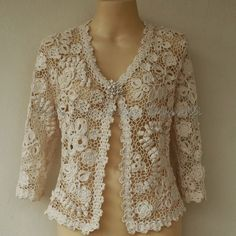 Irish Crochet Lace Jacket handmade by Ivelise Barssotti ~~ Cardigan em Crochê Irlandês Diy Crochet Cardigan, Crochet Baby Jacket, Lace Blazer, Lace Jacket, Freeform Crochet, Irish Crochet, Lace Outfit, Crochet Woman, Irish Lace
