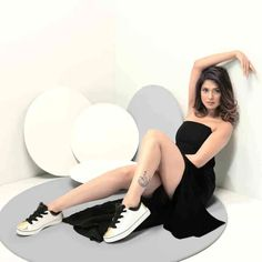 Exclusive Bollywood Actresses Hot HD Wallpapers, Heroine Photos, Girls Pictures, Indian Models Images, Bikini Babes & Beautiful Indian Celebrities from latest Photoshoots. Jennifer Winget Tattoo, Jennifer Winget Beyhadh, Indian Tv Actress, Beautiful Indian Actress, Jacqueline Fernandez, Hd 1080p, Hottest Photos, Bollywood Actress, Comfortable Shoes