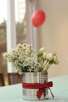 Quem não consegue fazer um desses? Muito fácil e dá um charme especial em qualquer decoração de aniversário, chá da tarde...enfim!