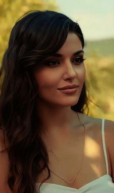 Beautiful Celebrities, Most Beautiful Women, Dark Makeup Looks, Aesthetics Tumblr, Dressing Sense, Actrices Hollywood, Hande Ercel, Turkish Beauty, Handsome Actors