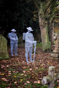 The wire soldiers - ghosts of soldiers silently standing over their graves in the St John's Churchyard, Slimbridge, England. - The wire soldiers – ghosts of soldiers silently standing over their graves in the St John's Chu - Remembrance Day Pictures, Remembrance Day Art, Julius Caesar, Military Art, Military History, Military Life, Chicken Wire Art, Ghost Soldiers, Ww1 Art