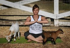 Adonna Ebrahimi is stretched out on her yoga mat, struggling to maintain a cobra pose – and her composure – as a couple of baby goats do. Consejos Feng Shui, Goat Yoga, Dwarf Goats, Cobra Pose, Baby Goats, Kangaroo, Routine, Mexico, United States