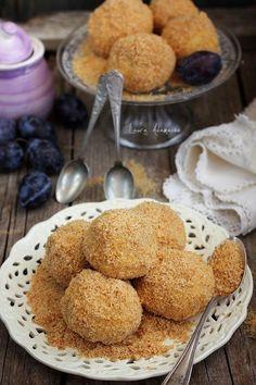 Romanian Desserts, Romanian Food, Sweets Recipes, Gourmet Recipes, Cooking Recipes, Plum Dumplings, Good Food, Yummy Food, Delicious Deserts